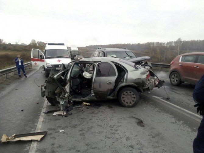 Водитель иномарки погиб в массовом ДТП под Новосибирском (1).jpg