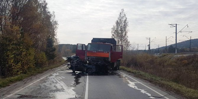Два человека погибли в ДТП с КамАЗом в Шелеховском районе (2).jpg