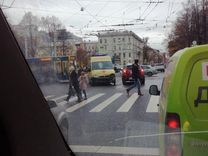 В Петербурге машина реанимации попадала в ДТП (1)