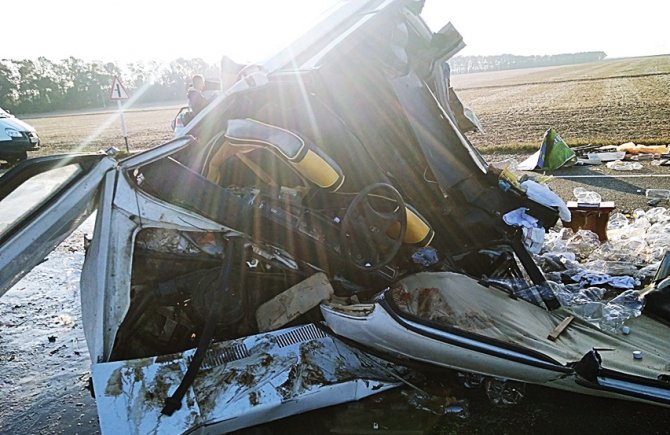 Молодой водитель ВАЗа погиб в ДТП в Брюховецком районе.jpg