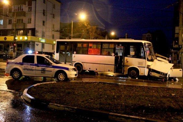 В Белгороде при столкновении с автобусом погиб водитель ВАЗа (1)