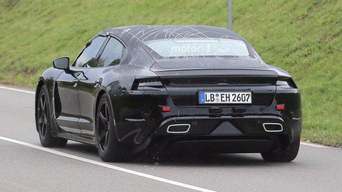 Porsche тестирует на дорогах прототип электрокара Mission E (1).jpg