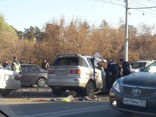 Два человека погибли в лобовом ДТП в Новосибирске (2)