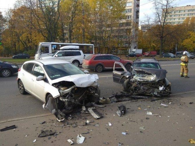Серьезное ДТП на Маршала Захарова в Петербурге (1)