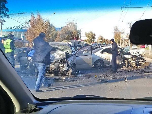 Два человека погибли в лобовом ДТП в Новосибирске (1)