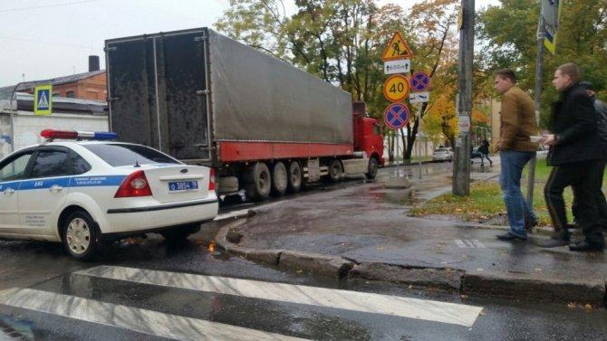 МАЗ раздавил голову женщине в Петербурге.jpg