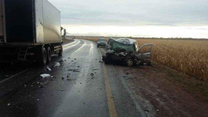 Водитель «Нивы» погиб в ДТП с фурой в Бузулукском районе (3)