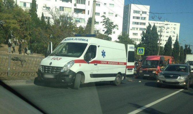 В Севастополе водитель автомобиля сбил женщину на переходе и скрылся (1).jpg