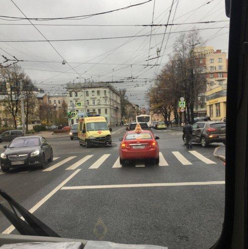 В Петербурге машина реанимации попадала в ДТП (3)