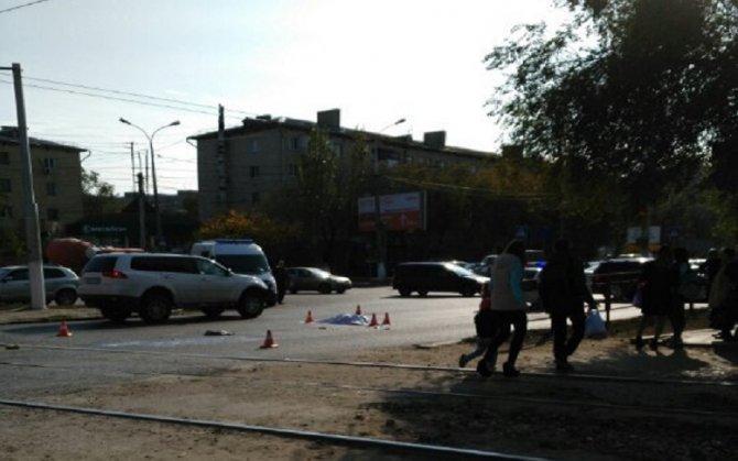 Грузовик насмерть сбил женщину в Волгограде