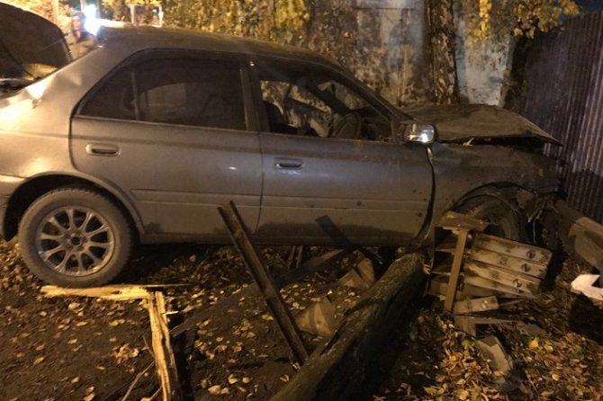 В Иркутске Toyota врезалась в здание – погибли два человека (2).jpg