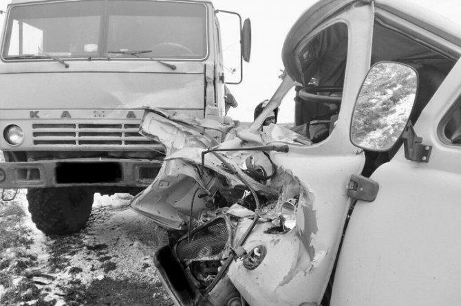 В Башкирии при столкновении УАЗа и КамАЗа погиб человек (2)