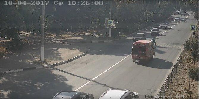 В Севастополе водитель автомобиля сбил женщину на переходе и скрылся (2).jpg