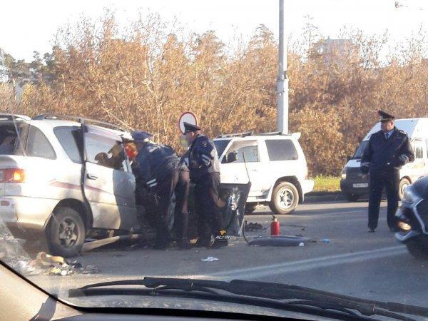 Два человека погибли в лобовом ДТП в Новосибирске (3)