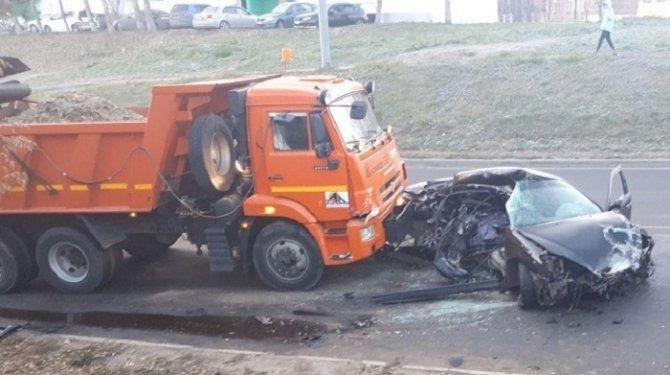 Молодой водитель иномарки погиб в ДТП с КамАЗом в Иркутске