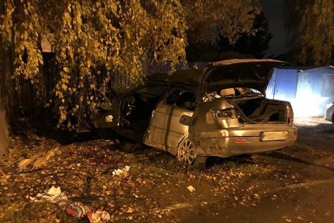 В Иркутске Toyota врезалась в здание – погибли два человека (1).jpg