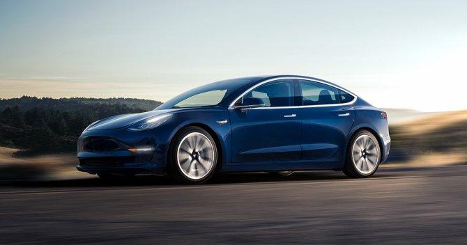 Илон Маск отказался помочь матери приобрести Tesla Model 3 (2).jpg