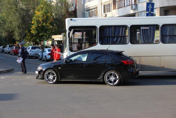 Два человека пострадали в ДТП с автобусом в Саратове (6)