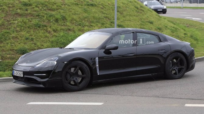 Porsche тестирует на дорогах прототип электрокара Mission E (4).jpg