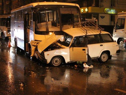 В Белгороде при столкновении с автобусом погиб водитель ВАЗа (2)