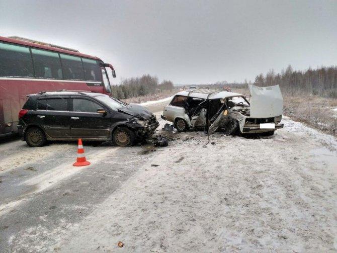 Три человека пострадали в ДТП на Арамильском тракте (3)