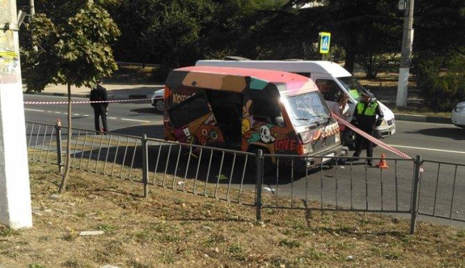 В Севастополе водитель автомобиля сбил женщину на переходе и скрылся (3).jpg
