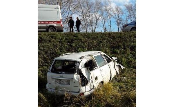 Под Уфой в опрокинувшемся автомобиле погибла женщина (2)