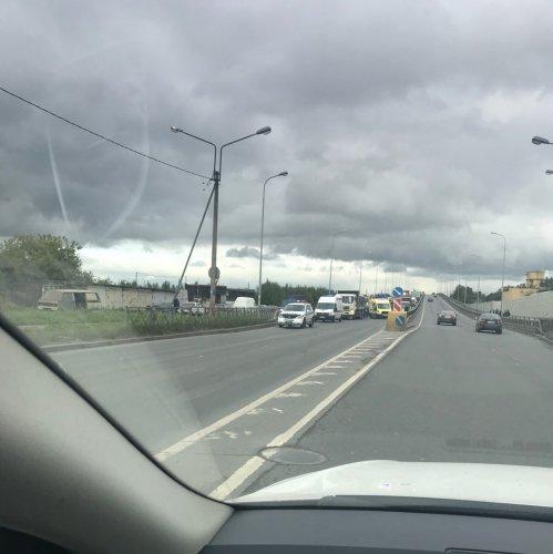 В Петербурге в ДТП с двумя грузовиками пострадал человек (2).jpg