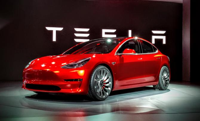 Илон Маск отказался помочь матери приобрести Tesla Model 3 (1).png