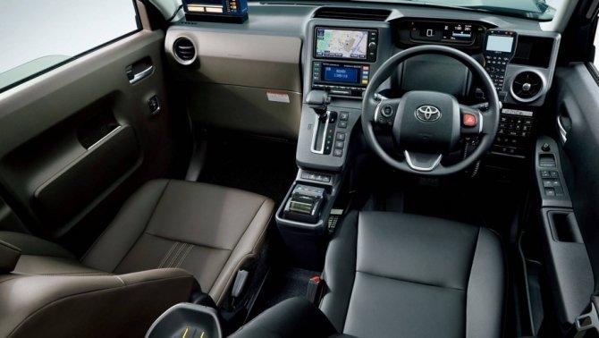 Toyota  JPN Taxi (5)