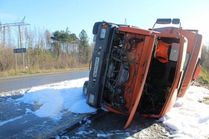 При опрокидывании автобуса в Нижневартовском районе пострадали шесть человек (2).jpg