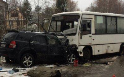 В ДТП с маршруткой во Всеволожском районе Ленобласти погиб человек