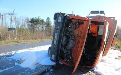 При опрокидывании автобуса в Нижневартовском районе пострадали шесть человек