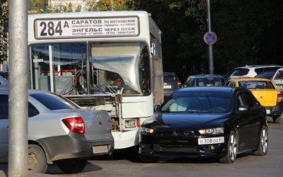 Два человека пострадали в ДТП с автобусом в Саратове