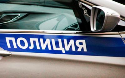В Москве молодого человека задержали за танец на крыше полицейской машины