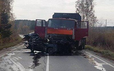 Два человека погибли в ДТП с КамАЗом в Шелеховском районе