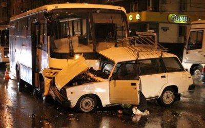 В Белгороде при столкновении с автобусом погиб водитель ВАЗа