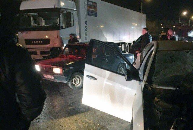 Женщина-водитель погибла в ДТП с КамАЗом на юге Волгограда (2)