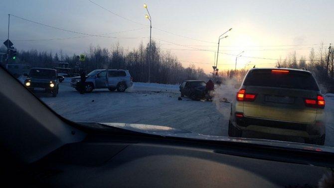 Два человека погибли в ДТП с микроавтобусом в Томской области (2)