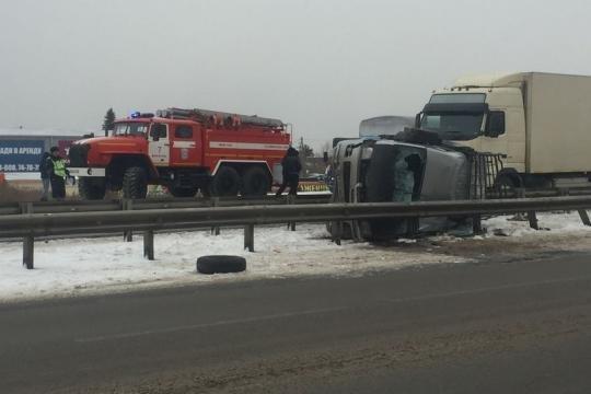 Маршрутка опрокинулась на объездной дороге Ново-Ленино в Иркутске (1)