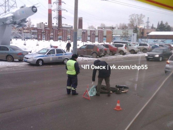 В Омске насмерть сбили пешехода на улице Лизы Чайкиной