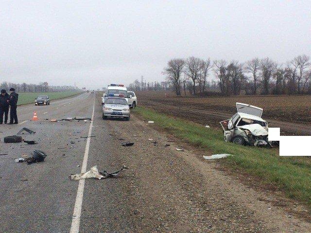 Два человека погибли в ДТП с грузовиком и ВАЗом на Ставрополье (1)