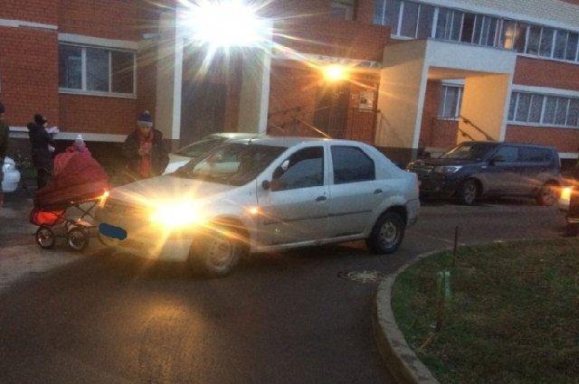 В Рязани автомобиль сбил 4-летнего ребенка и коляску с младенцем (2)