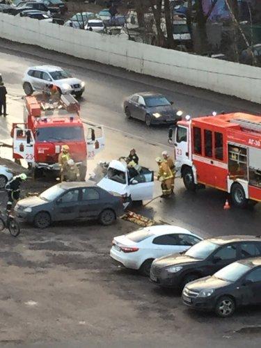 Два человека погибли в ДТП с КамАЗом в Петербурге (4)