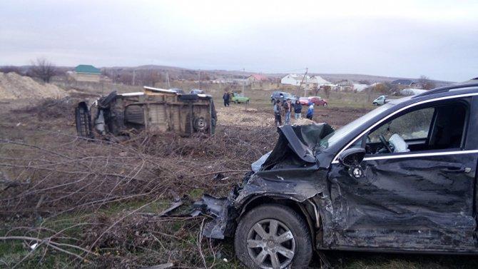 Два человека погибли в тройном ДТП под Симферополем (2)