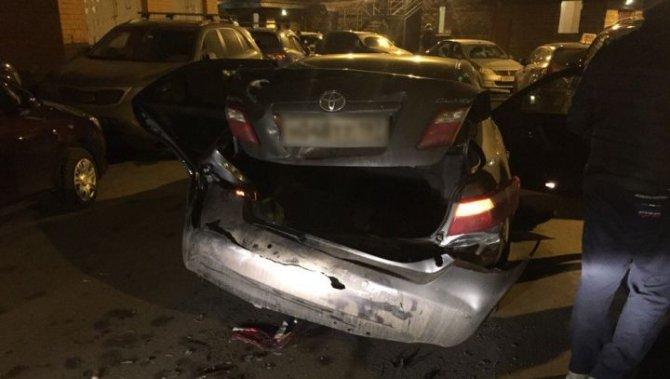 В Петербурге водитель BMW протаранил два автомобиля и сбежал