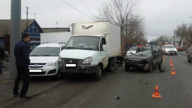 Два человека пострадали в массовом ДТП на улице Шевченко в Оренбурге (1)