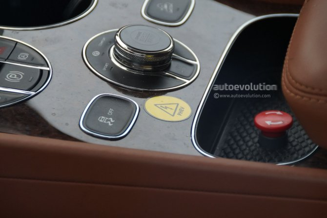 Салон гибридного Bentley Bentayga попал на фото (2)
