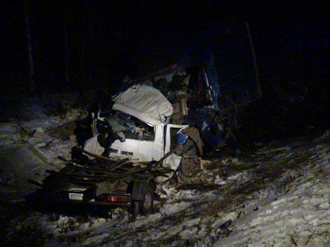 В ночном ДТП с грузовиками на Пермском тракте погибли три человека (2)