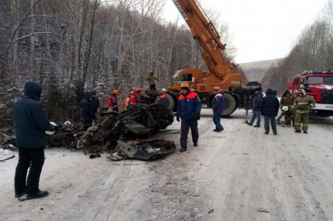 Семья из трех человек погибла в ДТП в Хабаровском крае (2)